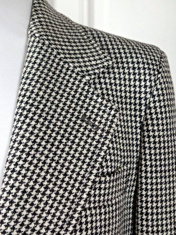 European Vintage Houndstooth Blazer, Black White Single-Breasted 1970s Wool-Blend Dogstooth Jacket w Wide Notch Collar: Size Large, 40 US