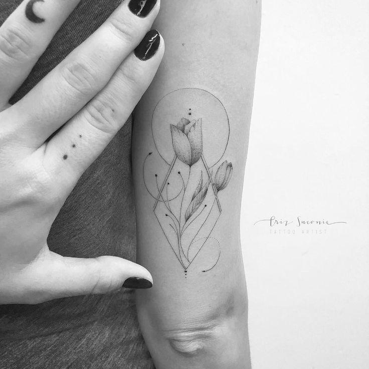 """1,178 Likes, 14 Comments - Criz Suconic - Tattoo Artist (@crizsuconic) on Instagram: """"As tulipas da Dri!!!✨ gratidão pela confiança e carinho!! Volte sempreeeee!✨ ✦para orçamentos…"""""""
