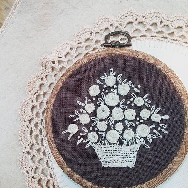 #Embroidery#stitch#needlework #프랑스자수#일산프랑스자수#자수 #린넨실로 꽃바구니~~