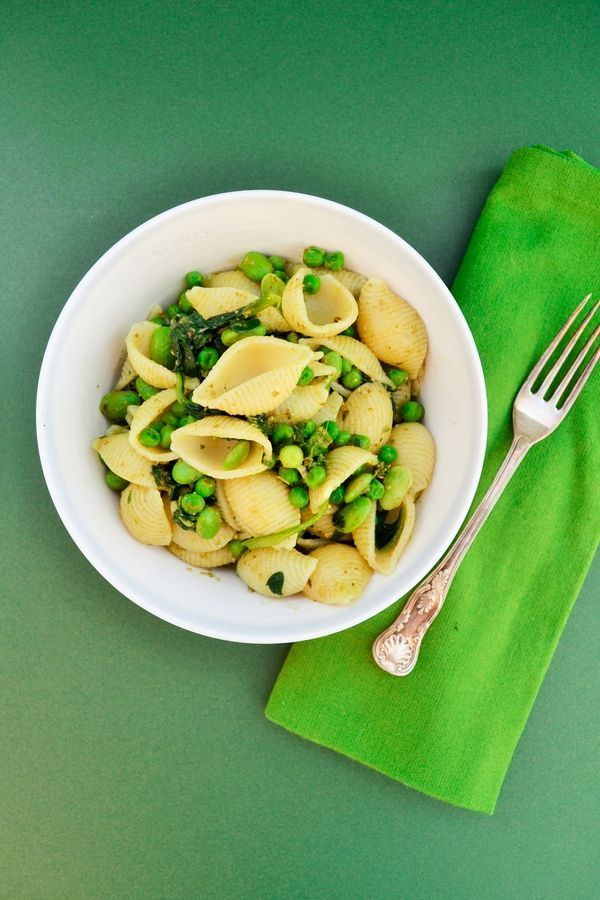 An easy one-pot pasta dish packed with greens and cooked in 12 minutes flat. Great for midweek meals. Suitable for vegetarians, vegans and those on a dairy free diet.