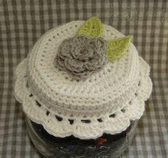 Crocheted Jar Lid - free crochet pattern / Gratis mönster på virkat lock till burk ༺✿ƬⱤღ  https://www.pinterest.com/teretegui/✿༻