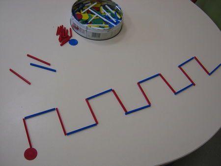 Créneaux, lignes brisées - avec baguettes de couleurs
