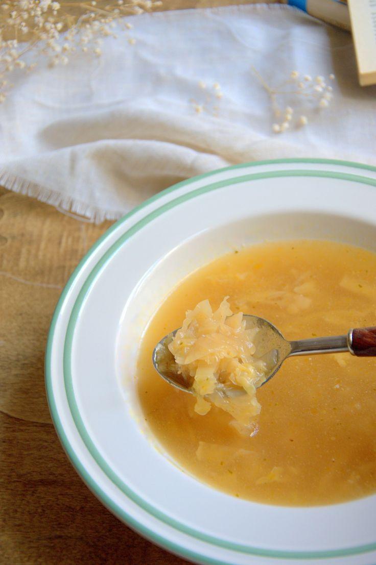 Sopa de col, receta sencilla, saludable y económica