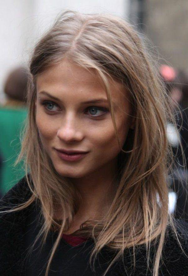 coloration naturel pour vos cheveux blond doré, fille aux yeux bleus