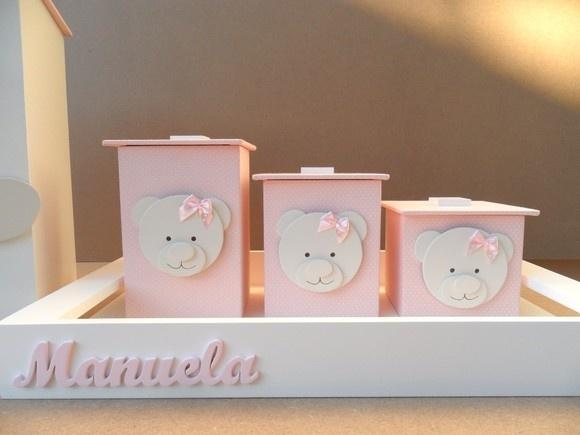 Kit higiene revestido com algodão 100% rosa Personalizado com o nome da sua princesinha e você também pode mudar o tecido e a cor dos apliques. Os potes são revestidos KIT HIGIENE, BANDEJA + 3 POTES R$119,00