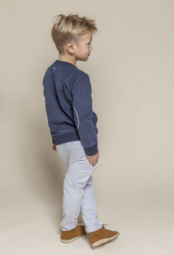 Pour un garçon aux cheveux courts, vous pouvez opter pour une undercut classique. Une idée de coupe jolie et simple. 65 coiffures sympas pour un petit gars