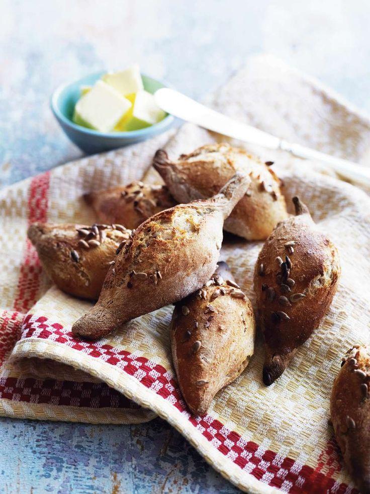 Små surdegsbröd med precis den rätta och lagom krispiga skorpan