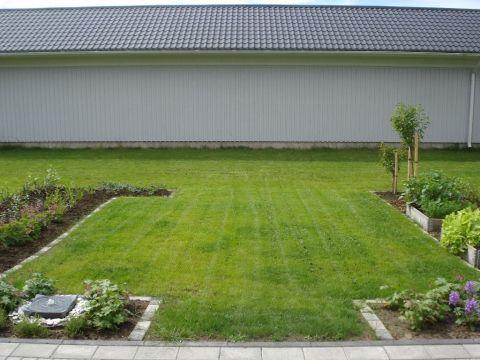 Rivitaloasunnon piha - Small garden