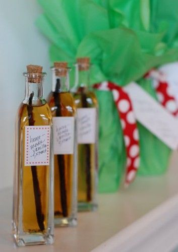 12 Homemade Holiday Gifts (that aren't cookies!) - homemade vanilla extract - awesome!!