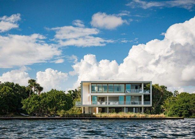 """Casas de sonho: Mansão de design em Miami com vista para o mar e """"banhada"""" por um rio — idealista/news"""