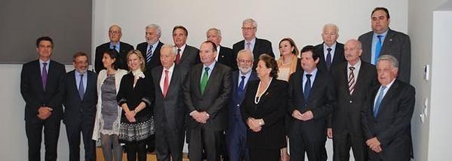 Las Cámaras del Mediterráneo promueven la coordinación de políticas económicas. http://www.laverdad.es/camara-comercio-murcia/noticias/camaras-mediterraneo-promueven-coordinacion-201402261250.html