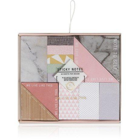En ask med små klisterlappar i snygga mönster och fina ...