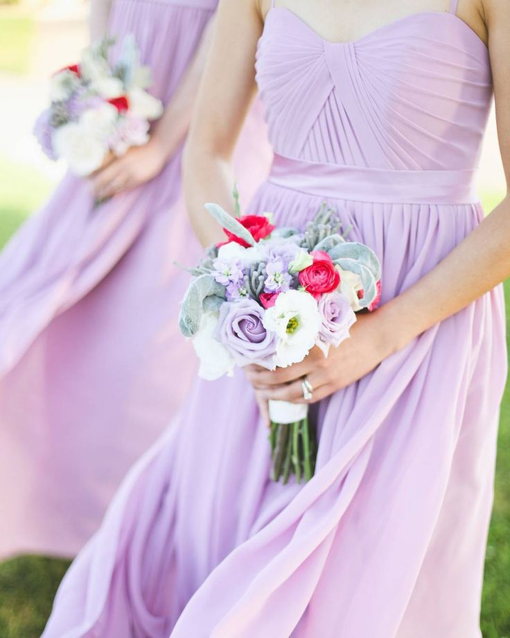 """Mi piace"": 2,721, commenti: 18 - Wedding Chicks® (@weddingchicks) su Instagram: ""Lavender is our new favorite bridesmaids dress color! 😍  What's your favorite? 