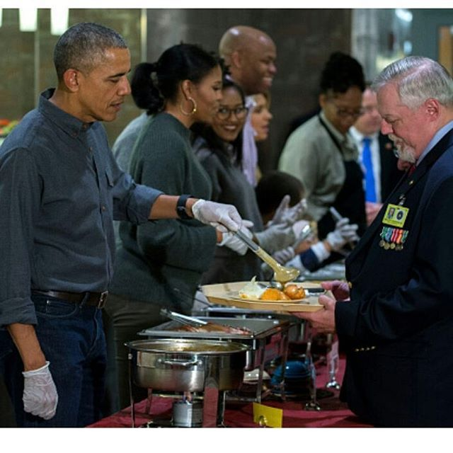 Obama Family serving Thanksgiving dinner at the Armed Forces Retirement Home