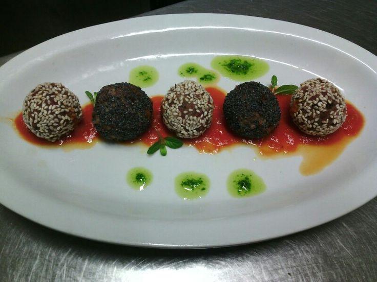 Polpette di sesamo e semi di papevero  #foodporn #foodpic #picoftheday #photooftheday #cucinagourmet #curatoneiminimidettagli #gourmet #food