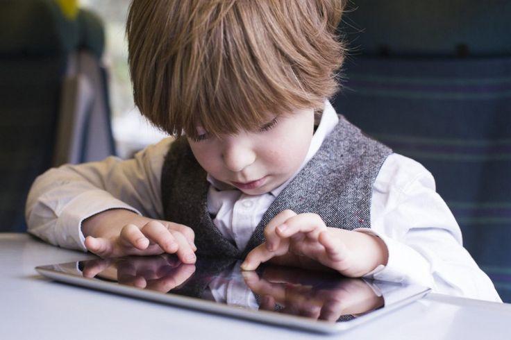 kid-using-ipad