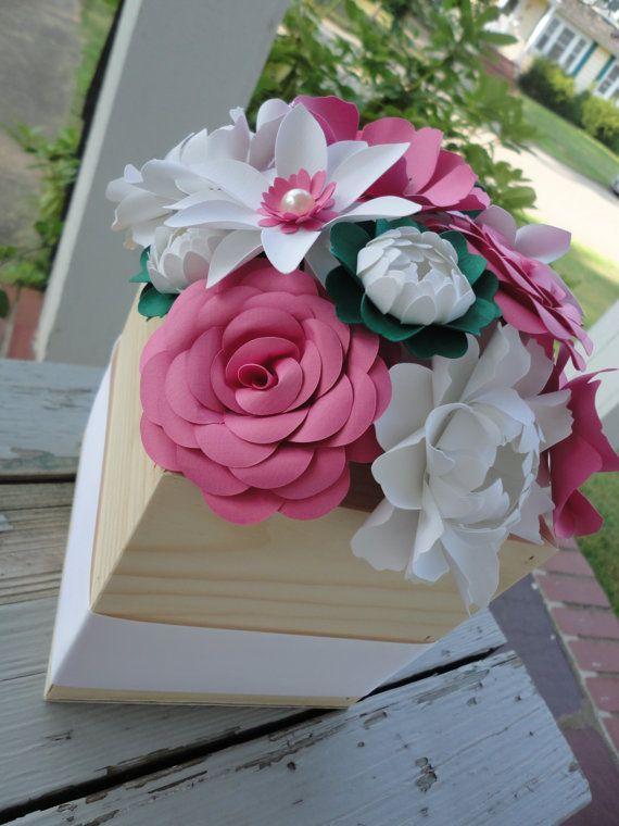Caja de madera de centro de mesa flores de papel  papel Rosa