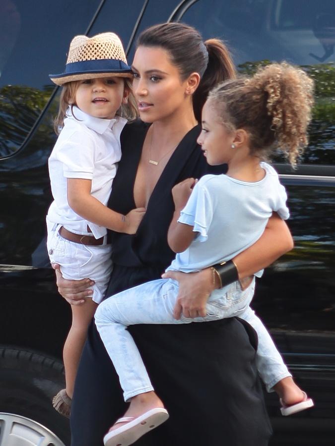 Kim Kardashian, Kourtney Kardashian | Baby Becker | Pinterest | Kim kardashian, Kourtney ...