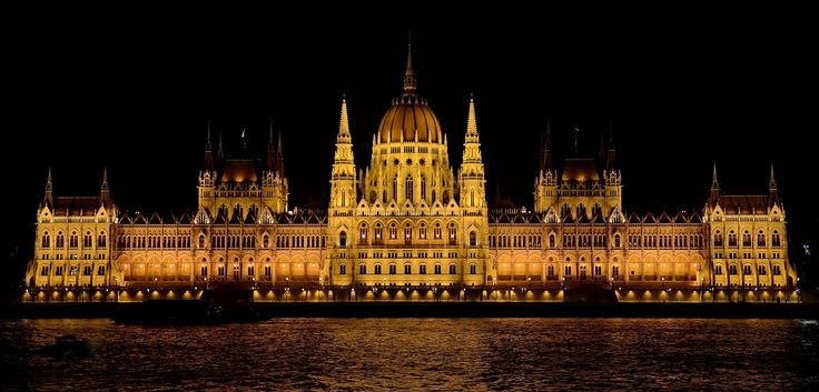 Hungarian Parliament by RékaPodoben  on 500px