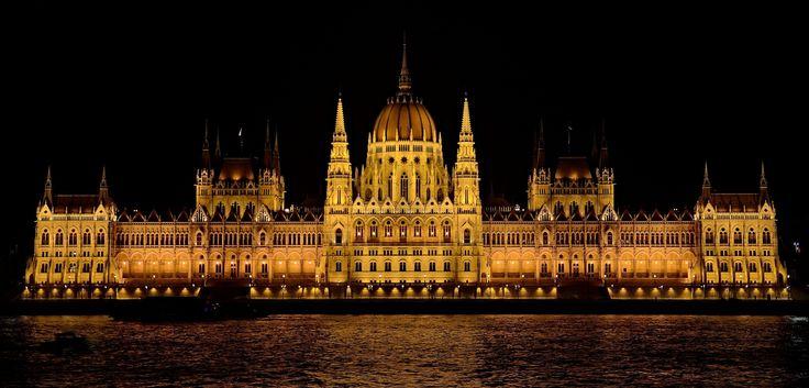 Hungarian Parliament by RékaPodoben  on 500px