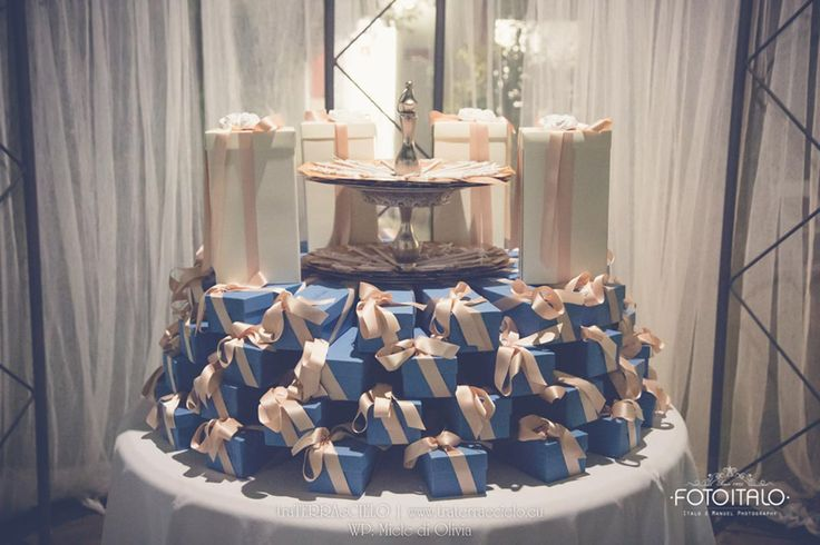 Matrimonio, sposa, sposo, portafedi, tableau de mariage, rosa, matrimonio rosa, bianco, matrimonio bianco, rose, roselline, gypsophila, garofani, ortensie, ortensia  Wedding, mariage,  bride, groom, bouquet, wedding rings, pink wedding, pink, white, white wedding, roses, carnation, hydrangea  Per la galleria completa e i link dei vari fornitori visitate il sito internet www.traterraecielo.eu  For complete photogallery and links of various furnisher visit the website www.traterraecielo.eu