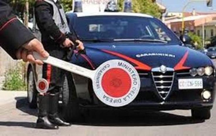 Maddaloni (Caserta), colpiscono un Carabiniere con lo sportello dell'Auto e poi si danno alla fuga
