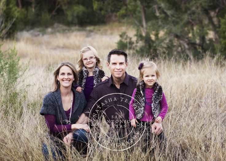Family Photo Ideas In A Field