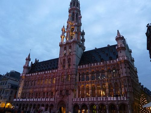 Things To Do In Brussels Belgium. My Tips For Travelers. Video Tour. Advice and tips. Atonium. Christmas Markets. Manneken Pis. European Parliament and more