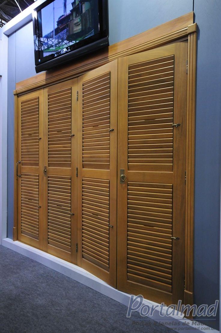 Porta de Madeira - Pantográfica com veneziana móvel - Exposta na FEICON Batimat