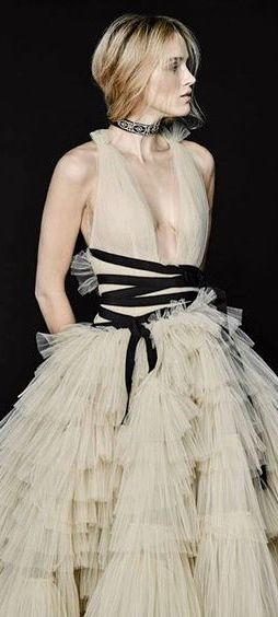 Carolina Herrera, designer. Enjoy RUSHWORLD boards, UNPREDICTABLE WOMEN HAUTE COUTURE, ART A QUIRKY SPOT TO FIND YOURSELF and MOOD BUSTERS FEEL BETTER NOW. Follow RUSHWORLD on Pintrest! New content daily, always something you'll love!