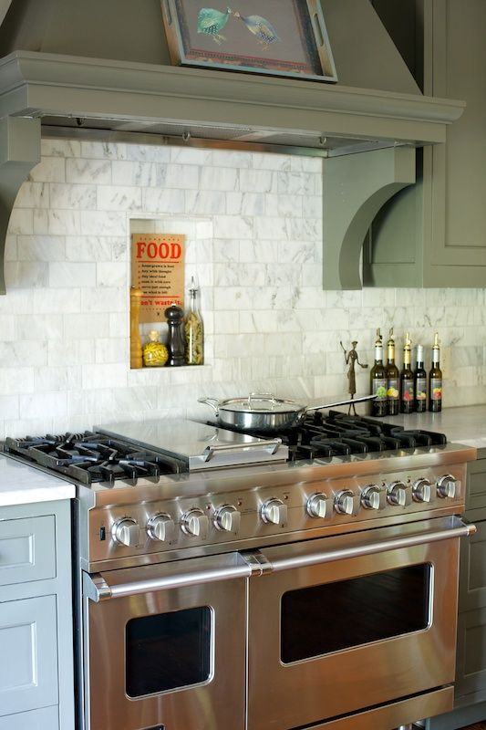 A heavy duty double oven range with six burners and a griddle ensures the chef can feed a crowd.