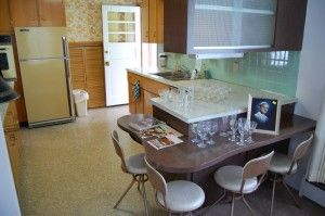 1964 split level time capsule - great midcentury mailbox and kitchen - Retro Renovation