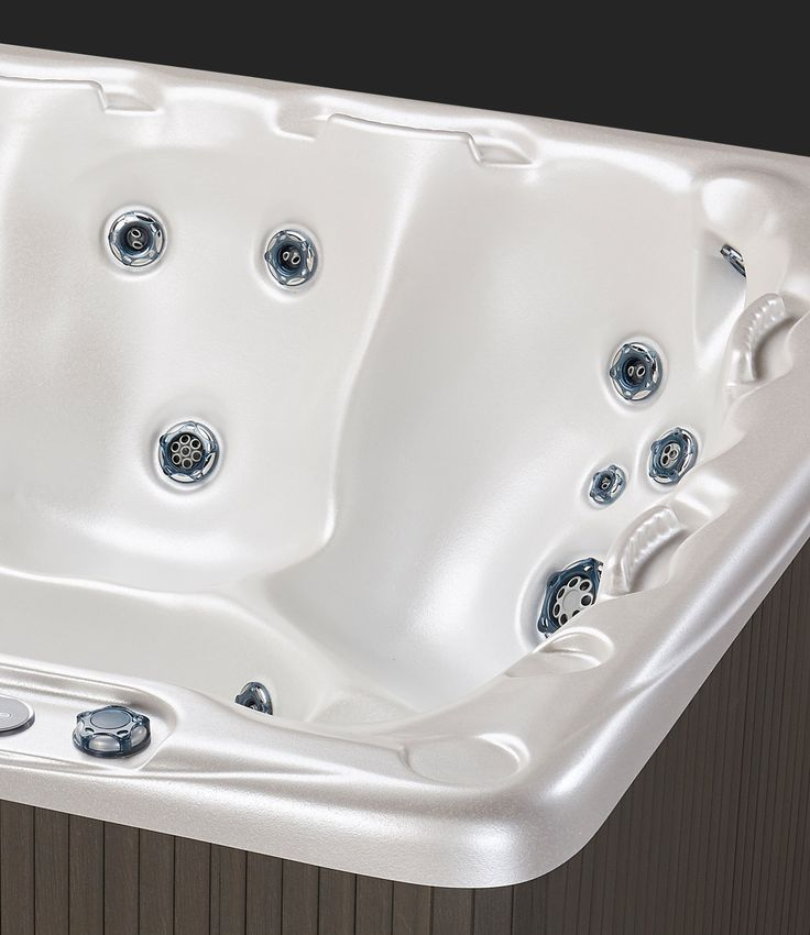 Beachcomber 550 Alabaster Hot Tub - Seating #beachcomberhottubs #hottubs #outdoorliving  #canada #relaxation #hydrotherapy #massage #beachcomber