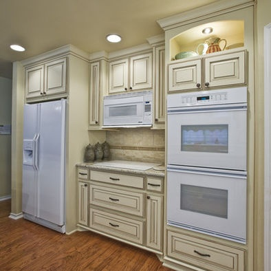 Love the glazed cabinets hate the white appliances for Pictures of white glazed kitchen cabinets