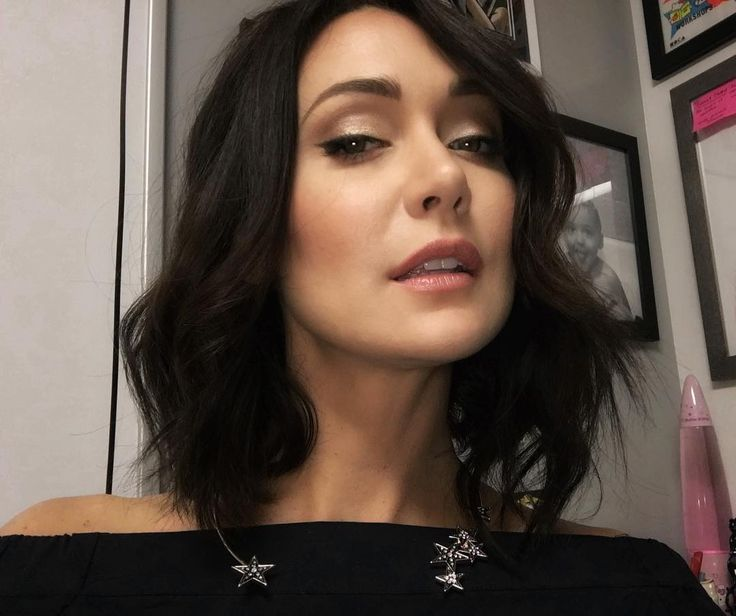 "5,202 Likes, 89 Comments - Jessica Chobot (@jessica_chobot) on Instagram: ""Just gazing lovingly at my camera and making come-hither faces at work as one does....…"""