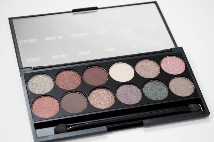 REVIEW and Swatches of the limited edition Sleek MakeUP Goodnight Sweetheart i-Divine Eyeshadow Palette from the Autumn/Winter Collection.