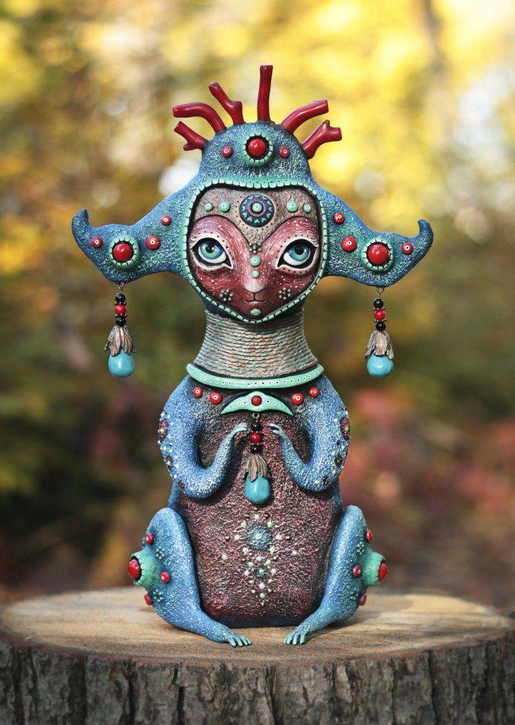 Удивительные инопланетные игрушки делает художница из Харькова Марьяна Копылова. Она создает целый мир, иную вселенную. Очаровательные, не похожие ни на что, свои внеземные игрушки она называет 'кракозябрами'. У каждого кракозябры есть свое имя, своя магическая функция, своя история. Каждая игрушка уникальна - полных повторов и даже повторов каких-то деталей Марьяна не делает. Мате…