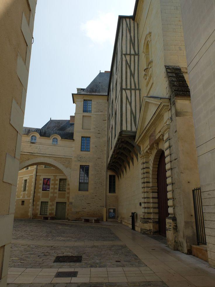 Rue piétonne à côté du Musée des Beaux-Arts - Angers - Photo MNC
