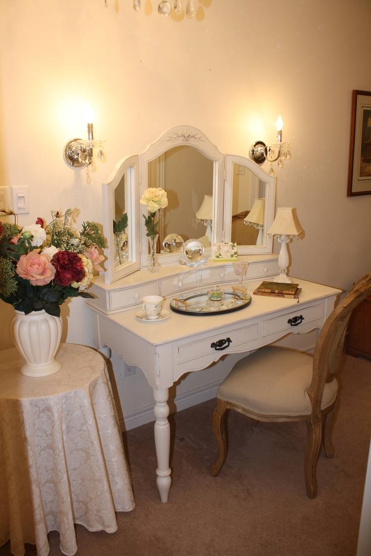 237 best penteadeiras images on pinterest dressing tables girls my bedroom vanity i would love to have my own makeup spot in my geotapseo Images