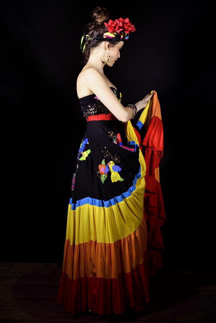 """Madame Periné """"Folclórico"""". Una producción de Rivas Atelier, Mulato Films y Monsieur Periné, y la dirección artística de Alejandra Rivas. Para este vestuario del mismo nombre Rivas se inspira en el folclor la fiesta latina. Foto Mulato Films"""