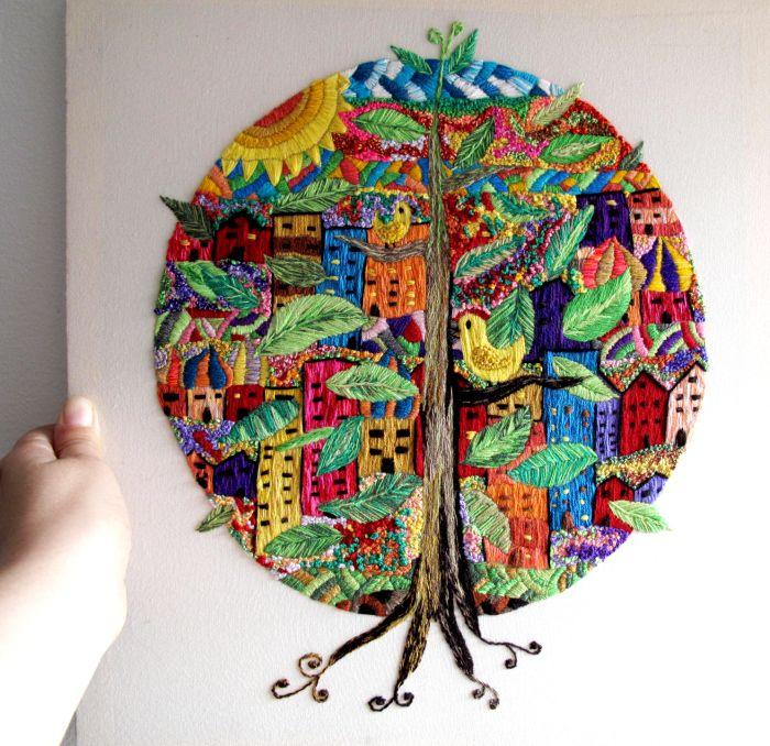 Árbol de la Vida, cuadro bordado a mano con lana Orlon. El concepto de Árbol de la Vida habla de lo que conecta el cielo con la tierra más profunda, con el inframundo, lo que conecta todas las formas conocidas. #Embroidery #handmade #stitches