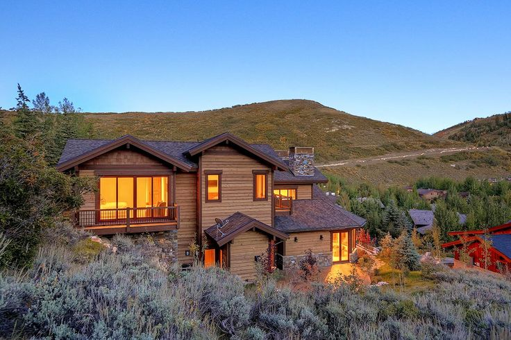 Tucked into the foothills above Park City, 2071 Solamere boasts an idyllic setting, panoramic views of Deer Valley Resort and beautiful modern interiors.