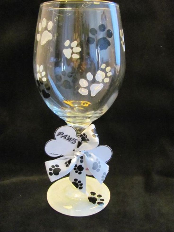 The 25 best decorated wine glasses ideas on pinterest for Christmas painted wine glasses pinterest