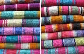 Mantas Peruanas en lana de oveja, trabajadas en telar de cintura. 100% a mano.