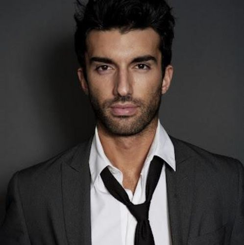 """Justin Baldoni Actor """"Keeping in great shape is easy with ChefsDiet™."""""""