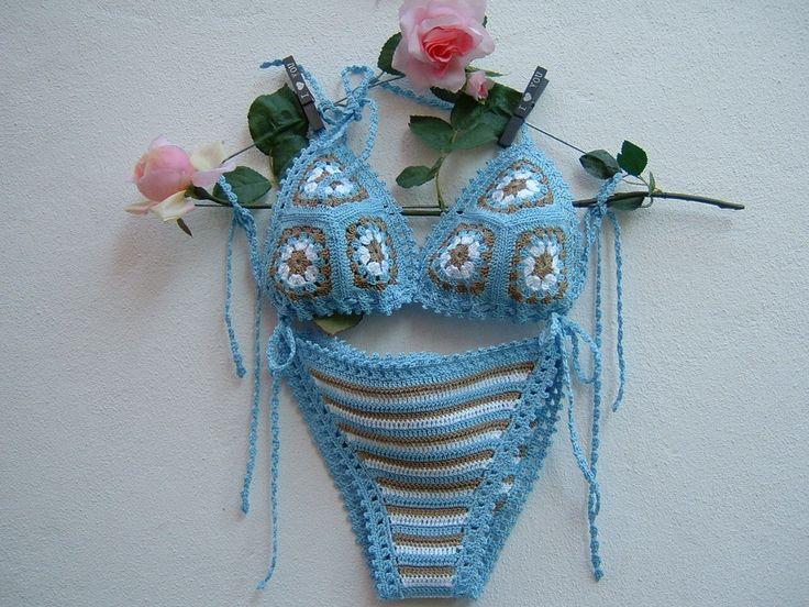 Bikini all'uncinetto in cotone azzurro, ecru e bianco-Due pezzi a triangolo-Slip crochet a righe-Reggiseno con lavorazione granny-