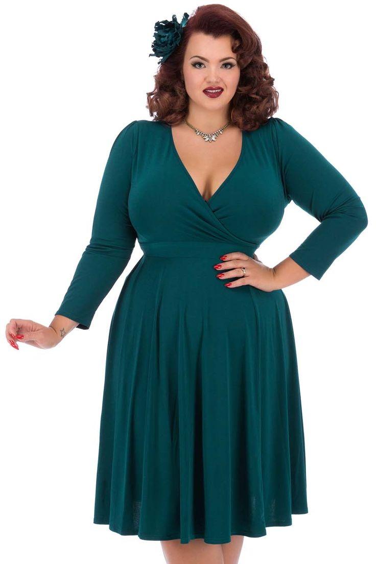 Tyrkysové šaty s dlouhým rukávem Lady V London Lyra Šaty ve stylu 50. let pro plnoštíhlé dámy. V jednoduchosti je krása, říká se. A tento model je toho jasným důkazem. Krásné šaty, které využijete pro spoustu příležitostí - můžete si v nich vyjít na svatbu, do divadla či jinam do společnosti, ale stejně tak i do zaměstnání. Záleží jen na tom, s jakými doplňky je zkombinujete. Tyrkysově zelená barva, dlouhý, úzký rukáv, dekolt překřížený, v pase vázačka, velmi příjemný, splývavý materiál (95%…