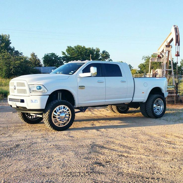 Really like the white out on this clean dually!  Owner: @kenfokay1105  #dodge…
