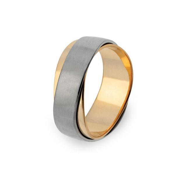 Symbol of love and bond, this wedding ring makes every love story come true.