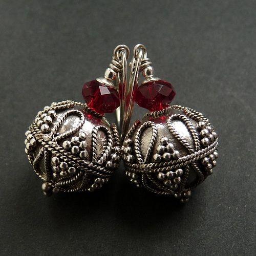 Srebrne kolczyki z ręcznie zdobionymi kulami oraz z kryształkami swarovskiego #swarovski #silber #jewelry